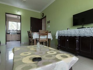 Centrally located Luxurious 2 bed/rm apt with a pool,lift & all modern amenities
