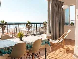 Lovely and Sunny Seaview Apartment on the Beach