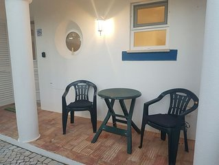 D84 Monte Carvoeiro apartment, shared pool, large terrace, short walk to centre