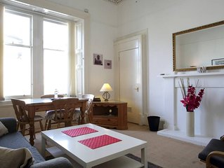 Delightful Old Town Apartment 5 minutes walk from Royal Mile & Edinburgh Castle