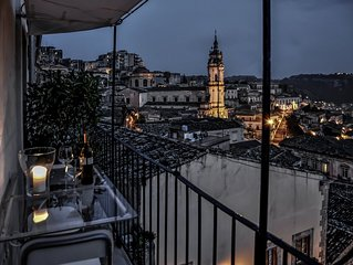 Charming artist's refuge with stunning view over the historical centre of Modica