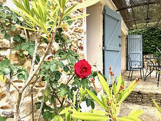 STONE COTTAGE, 2-4 PEOPLE, AT PROVENCE MAS 16TH CENT., POOL, GARDEN, PARKING