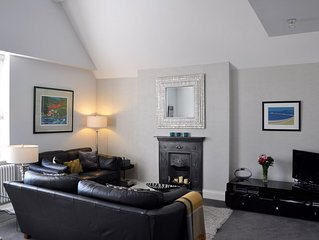 Luxury Penthouse Apartment - Great Location - Private Parking - Sky TV & Wi-Fi