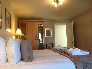 Week2Week Spacious Two Bedroom Coastal Apartment