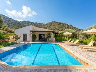 Villa Dimitrios: Large Private Pool, Sea Views, WiFi, Eco-Friendly