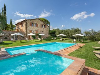 Lovely apartment in villa with pool, WIFI, TV, patio and parking, close to Greve