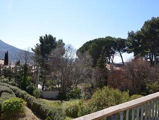 Appartement lumineux avec vue, terrasse et garage, à Nyons en Drôme Provençale