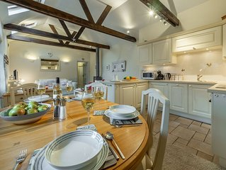 Little Gull is a beautiful barn conversion nestled in the heart of Roserrow.