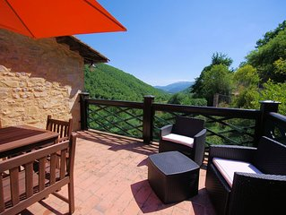 Pantano-Beautiful and Imposing Stone Farmhouse with Pool in Quiet Valley Setting
