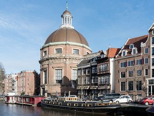 Historic luxureous houseboat in centre of Amsterdam