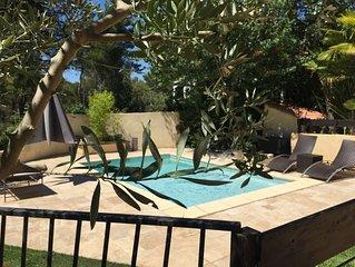 Maison toute équipée avec jardin et piscine