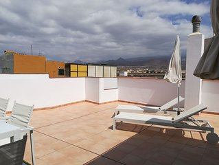 Spacious apartment with amazing roof terrace very close to the sea