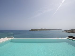 Luxury Family Danae IVV Villa w/ Private Pool★Private Beach★Breakfast+Jacuzzi