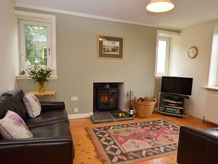 Great value Springwell Cottage, Dunoon, pet friendly sleeps 4