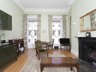Light and airy romantic Georgian one bedroom flat for 2