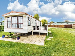Luxury 6 berth caravan for hire at Cherry tree holiday park in Norfolk ref 70801