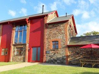 Beautifully converted barn with log burner, WiFi, views and modern facilities