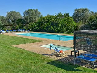 Sunny apartment with terrace, pool, bbq-child friendly and PRIVATE BEACH ACCESS
