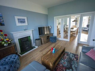 Beautiful Four Bedroom Holiday Home with Stunning Sea Views!