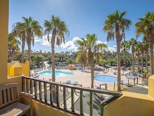 Oasis Royal 14 apartamento vista piscina Corralejo by Lightbooking