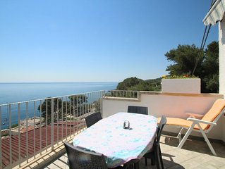 2 bedroom Apartment, sleeps 4 with Air Con and Walk to Beach & Shops