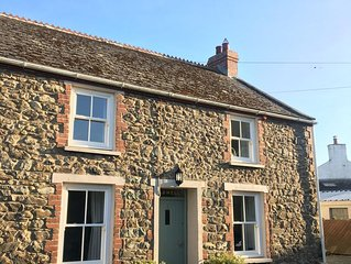 Cosy cottage, Private Parking, 2 Minutes From Pembrokeshire Coastal Path