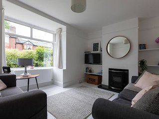 Totnes, light, airy, modern 3 bed terrace house, own parking, 5 mins from centre