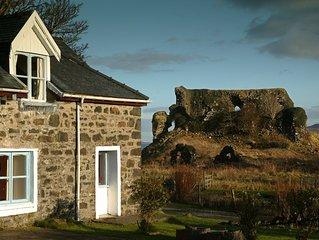 Castle Cottage. 2 Bedrooms. Sleeps 3.