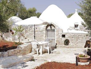 Terrantica: Trullo Moon with salt water pool & wifi & BBQ