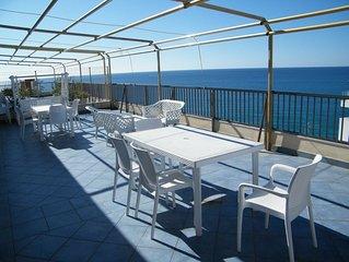Attico con terrazza panoramica sul mare