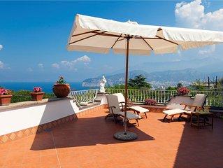 Aldo in Sorrento. 3 bedrooms artist retreat in Sorrento with sea views