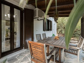 Self catering bungalow with splash pool and BBQ terrace