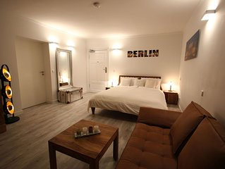 Bandel Minerva II apartment in Mitte - Tiergarten with WiFi & lift.