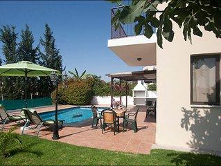Royal Villa 3 Bedroom, Private Pool, Garden, Parking, Patio, BBQ,FREE Wifi, Safe