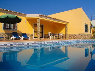 Spacious villa with large garden & private pool-quiet area near Quinta do Lago