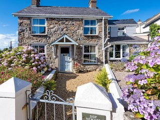Cosy cottage with lovely, private garden, just outside Abersoch