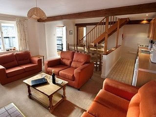Willow Cottage, 10 Character Cottages in Rural Setting, Indoor Heated Pool,