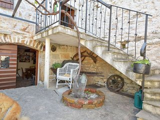 Cosy apartment for 6 guests with WIFI, A/C, private pool, TV and parking