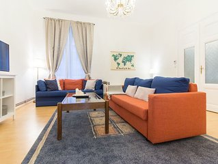 Bright and Spacious 2-Bedroom in Wenceslas Square by easyBNB
