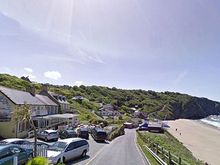 Second floor flat in Tresaith with great sea views. Tresaith has a great local p