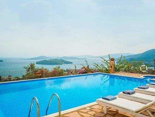 Charming Villa w/pool, free Wi-Fi, a short drive walk from the beach