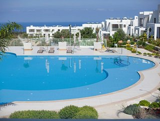 Luxury Apartment, 5 mins away from 18 hole golf course and sea.