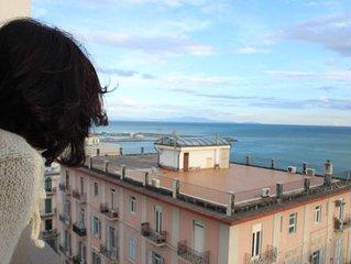 Suite 'La Rotonda 'nel cuore di Salerno. Centralissima. WI FI e GARAGE gratuiti