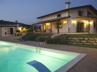 Apartment in villa with pool close to sea, countryside, in the area of 'barocco'
