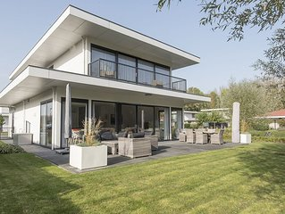 Modern fully equipped home on the water in a quiet park.