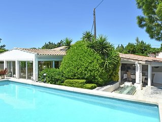 Detached holiday home with private swimming pool and garden with outdoor kitchen