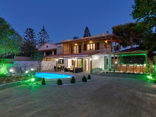 Your ideal holiday in Hersonissos in a Villa with a private pool and jacuzzi.