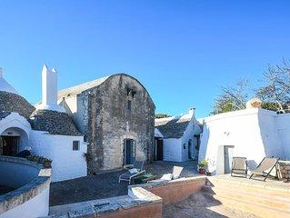 Villaggio Medievale – storico complesso di trulli con piscina privata
