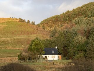 Raven Cottage in the beautiful Glen Eynort near carbost. 3 bedrooms, 6 people.