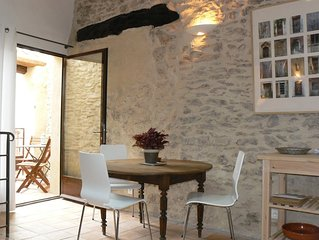 St.Saturnin-lès-Apt: Studio in a peaceful hamlet, in the midst of the vineyards